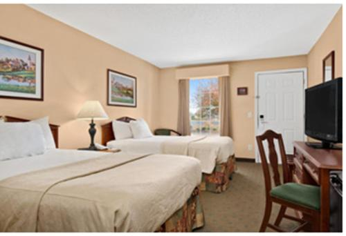 Baymont Inn & Suites - Dunn Photo