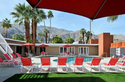 Bearfoot Inn - Clothing Optional Hotel for Gay Men - Palm Springs, CA 92262