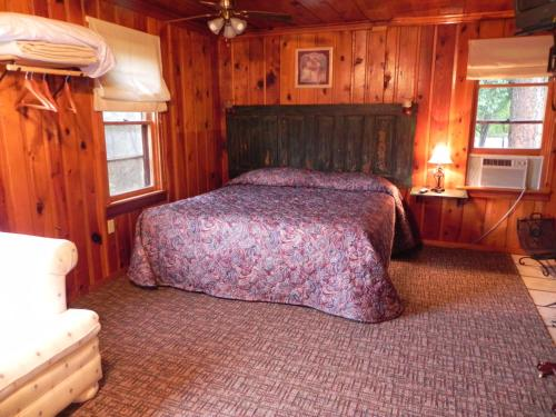 Apache Village Cabins Photo