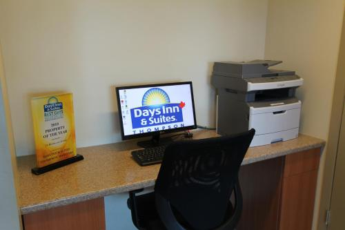 Days Inn & Suites Thompson Photo