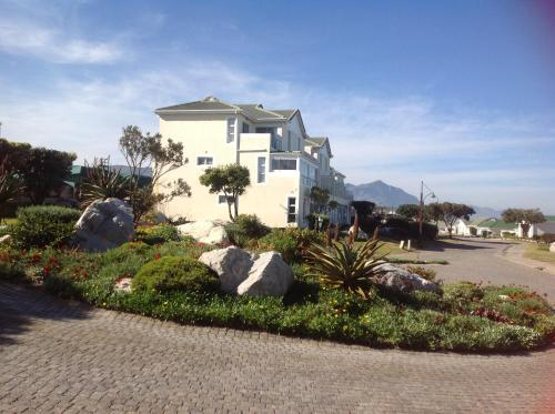 31 Tobago Bay Hermanus Seafront Photo