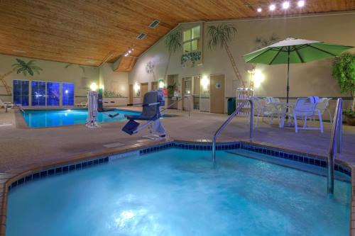 Country Inn And Suites By Carlson Waterloo - Waterloo, IA 50702