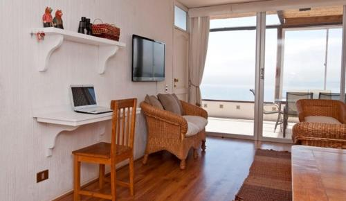 Apartment By The Sea Photo