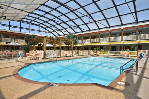 Best Western Plus Dubuque Hotel and Conference Center in Dubuque from $72