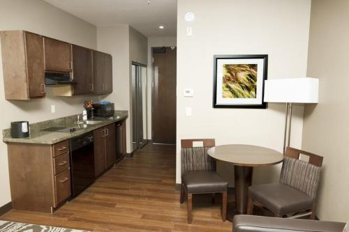 Best Western Plus Williston Hotel & Suites Photo