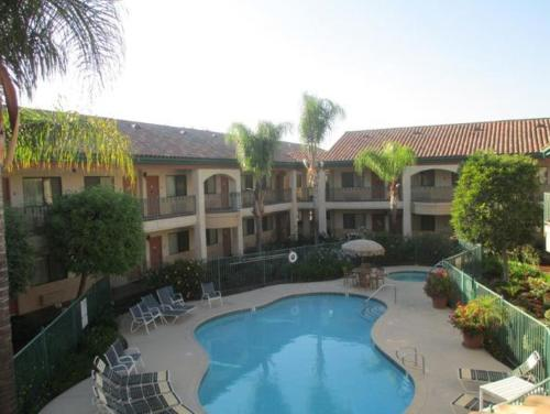 Picture of Best Western San Dimas Hotel & Suites