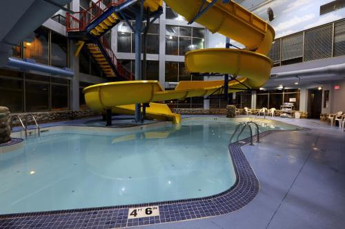 Fernie Stanford Resort In Fernie Bc Swimming Pool Indoor Pool Restaurant Non Smoking