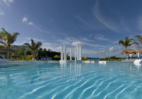 Book a hotel near Emancipation Park, Kingston, Jamaica