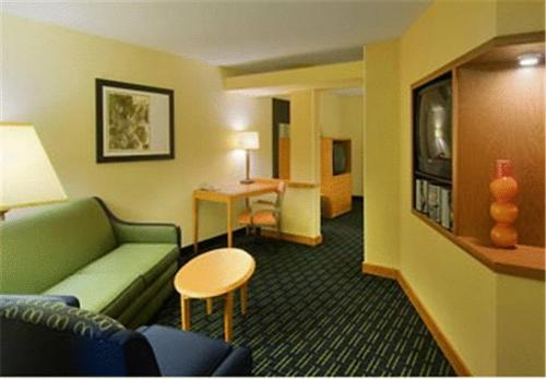 Fairfield Inn and Suites by Marriott Emporia I-95 Photo