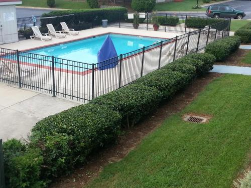 Americas Best Value Inn Douglasville Photo