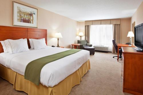 Holiday Inn Express Hotel & Suites Howell Photo