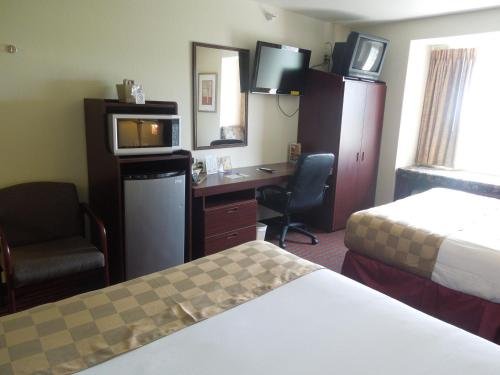 Bridgepointe Inn & Suites Toledo-Perrysburg-Rossford-Oregon-Maumee Photo
