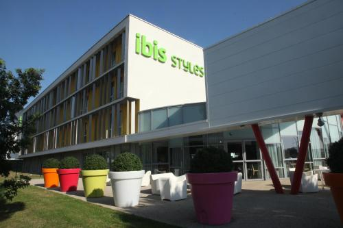 ibis styles nantes reze a roport les sorinieres france overview. Black Bedroom Furniture Sets. Home Design Ideas
