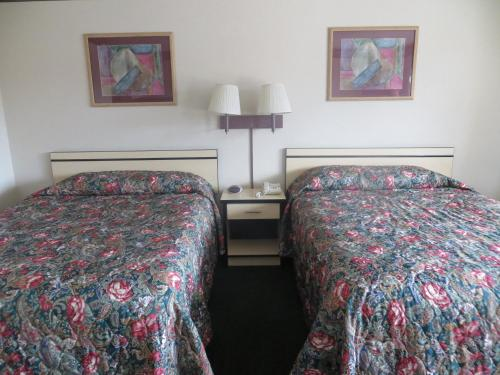 TravelStar Inn & Suites Photo