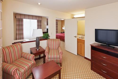 Country Inn and Suites Tulsa Airport Photo