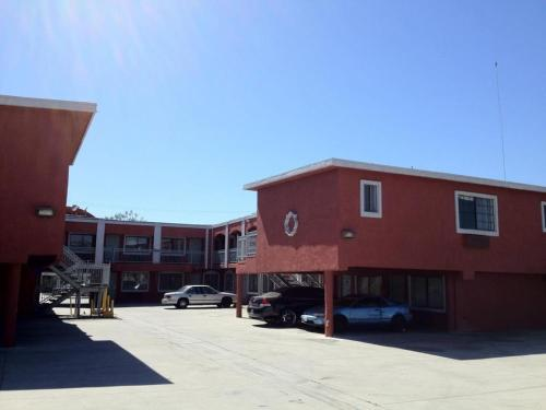 Royal Inn Motel - Compton, CA 90221