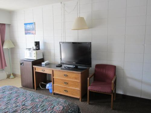 Camelot Court Motel Photo