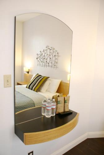 Touchstone Hotel - City Center Photo