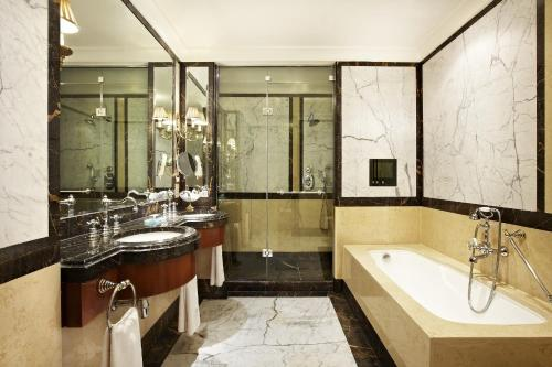 Hotel Grande Bretagne, a Luxury Collection Hotel photo 11