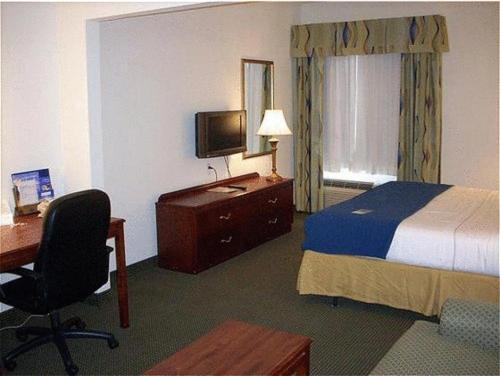 Holiday Inn Express Hotel & Suites Columbus Photo