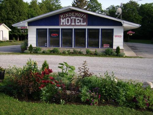 Mindemoya Motel Photo