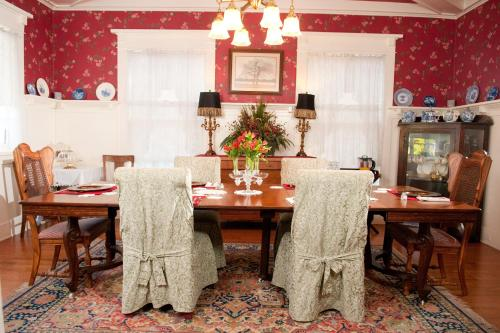 The Cotton Palace Bed And Breakfast - Waco, TX 76701