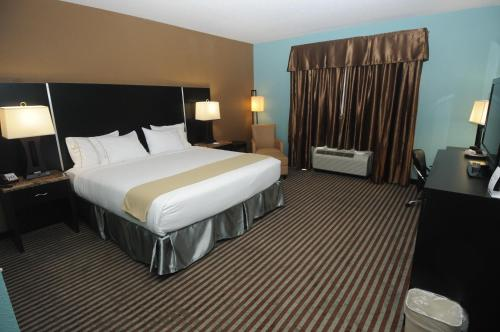 Holiday Inn Express Somerset Photo