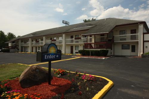 Days Inn Queensbury Photo