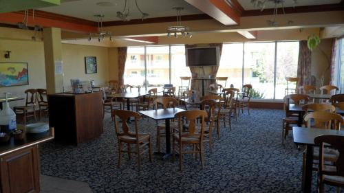 Lakeview Inn & Suites - Hinton Photo