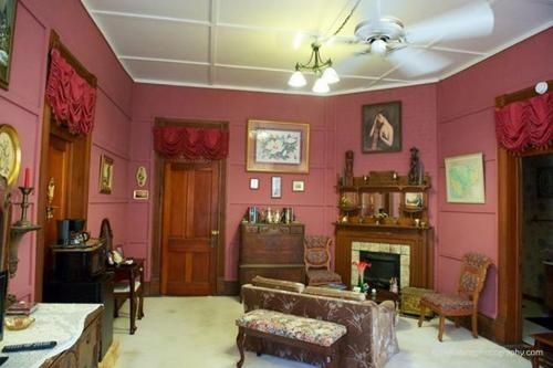 Riverview Mansion Hotel Photo