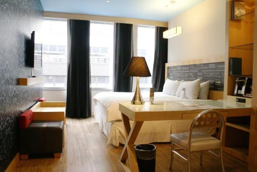 TRYP by Wyndham Times Square South photo 30