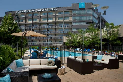 Toronto Don Valley Hotel and Suites Photo
