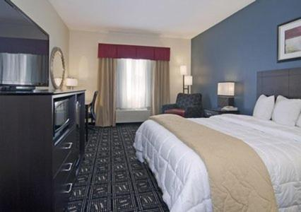 Baymont Inn & Suites Mankato Photo