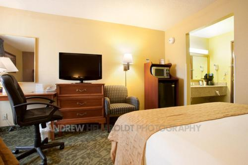 Baymont Inn & Suites - Battle Creek Photo
