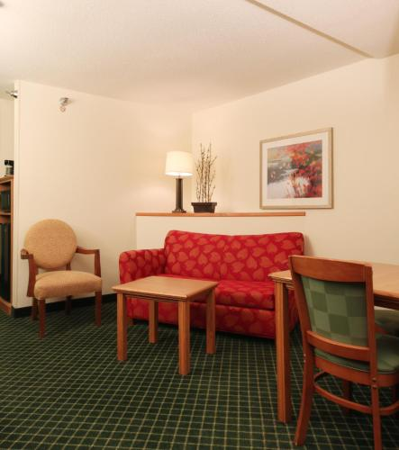 Fairfield Inn & Suites Kansas City North Near Worlds of Fun Photo