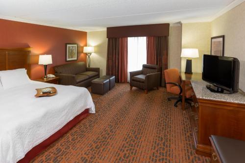 Hampton Inn & Suites Cleveland-Beachwood Photo