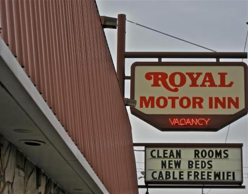 Royal Motor Inn Photo