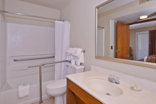 Arbor Suites at the Mall Photo