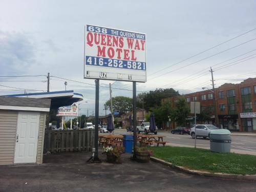 Queensway Motel Photo