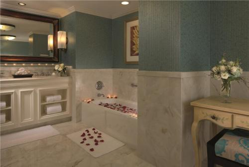 The Ritz-Carlton Orlando, Grande Lakes photo 6