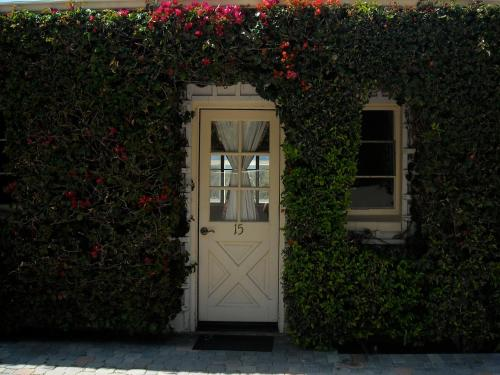Malibu Country Inn Photo