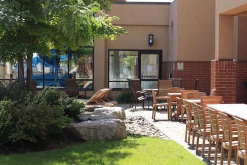 Courtyard Toronto Brampton Photo