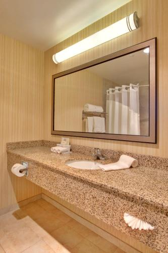 Holiday Inn Express Los Angeles LAX Airport Photo
