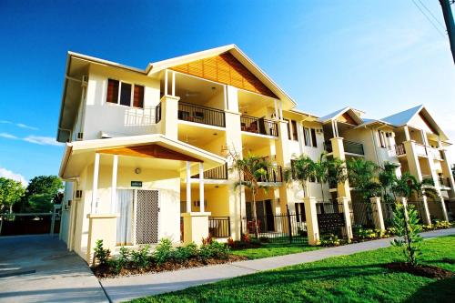 Bay Village Tropical Retreat & Apartments