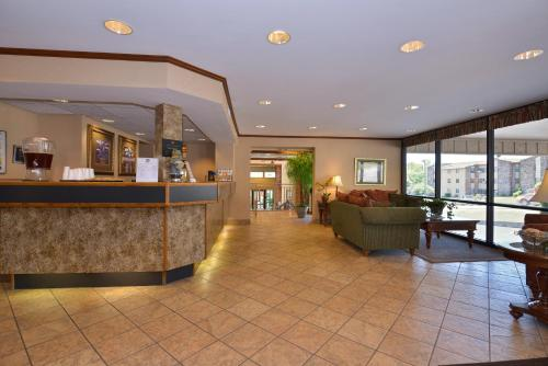 Best Western PLUS Landing View Inn and Suites