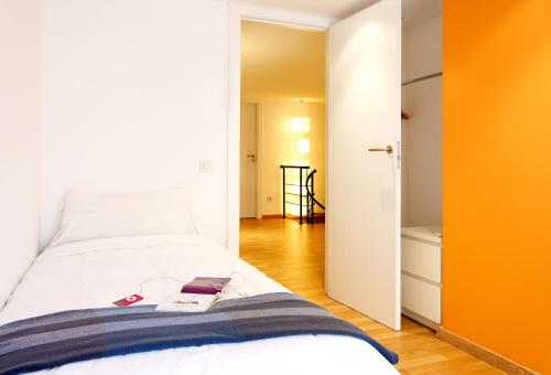 Inside Barcelona Apartments Sants photo 3