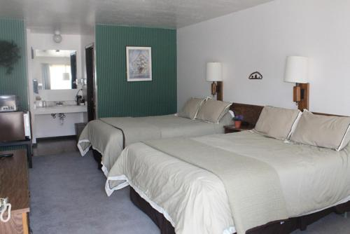 Jim Butler Inn & Suites Photo