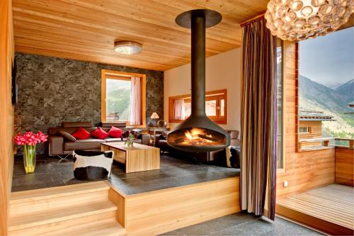 MOUNTAIN EXPOSURE LUXURY CHALETS0