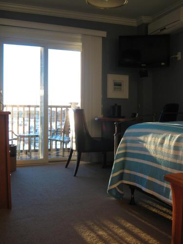 The Inn at Crystal Cove on Boston Harbor Photo