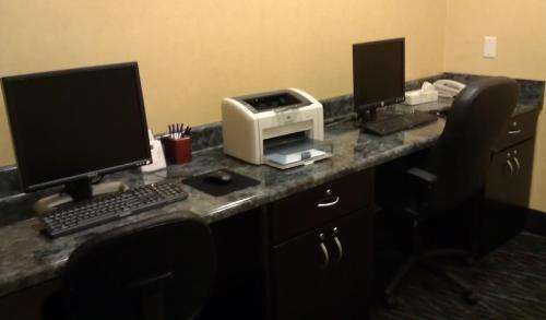 Holiday Inn Express Hotel & Suites Hinesville Photo
